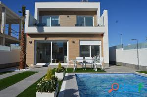 Villa de tres dormitorios con piscina