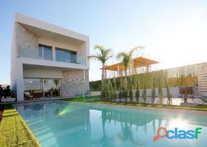 Villa independiente de 4 dormitorios con piscina