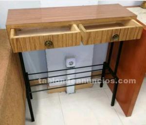 Mesa de madera y dos cajones
