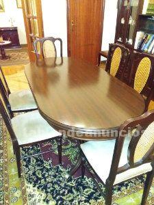 Mesa de comedor clásica con 6 sillas