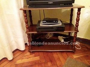Mesa de tv de madera, con ruedas 0,79 x 0,38 x 0,69