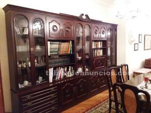 Mueble clásico de comedor con puertas, cajones y vitrinas