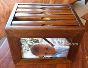 Caja de madera para guardar fotos. Porta foto