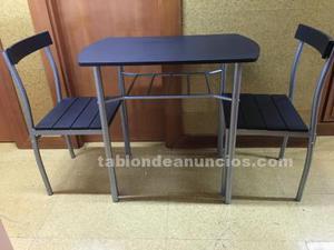 Mesa con dos sillas