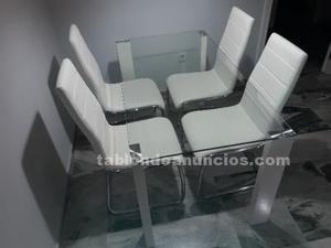 Mesa de cristal trasparente con 4 sillas polipiel