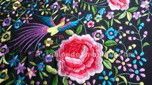 Manton de manila de seda fondo negro con flores