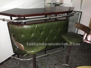 Barra bar con taburetes