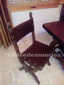 Mesa y sillas de tipo medieval