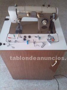 Maquina de coser,electrica y con mueble