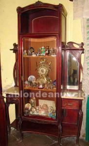 Muebles antiguos de caoba y mármol
