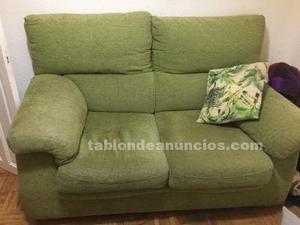 Sofá verde dos plazas