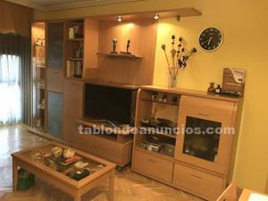 Mueble de salón, mesa auxiliar y mesa comedor con sillas