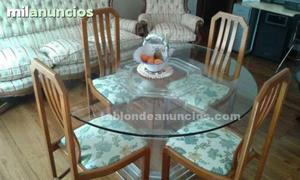 Preciosa mesa y 4 sillas