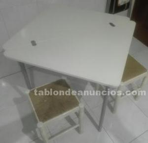 Se vende mesa pleglable con dos silla