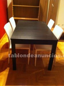Mesa y cuatro sillas sala