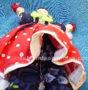 Antigua muñeca de fieltro