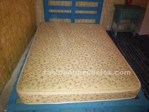 Colchón y cama de palets