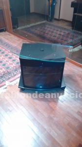 Mesa para televisión con plataforma giratoria de cristal