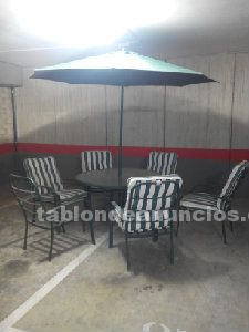 Mesa, 6 sillas y sombrilla de terraza