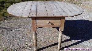 Mesa antigua de madera, con alas plegables