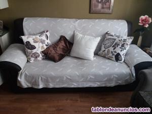 Sofa de tres plazas tapizado