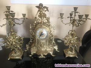 Reloje y dos candelabros