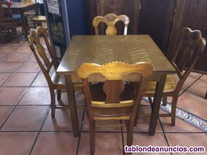 Mesa 90x90 con 4 sillas de madera de haya, 150€