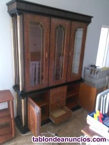 Mueble de comedor con vitrina
