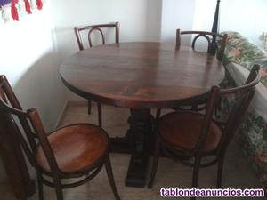 Conjunto de mesas y sillas clásicas