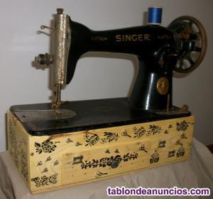Maquina de coser signer antigua decorada, sobre caja de