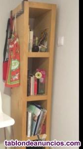 Varias estanterías y cómodas