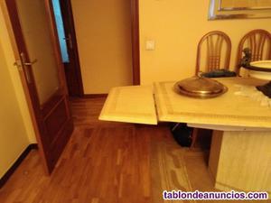 Mesa de mármol traventino y sillas