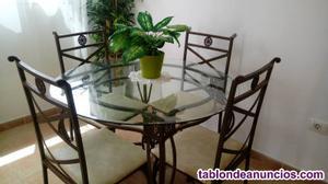 Vendo mesa y cuatro sillas de comedor