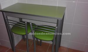 Vendo mesa de cocina y dos sillas (taburetes)