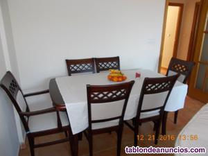Mesa y sillas se vende