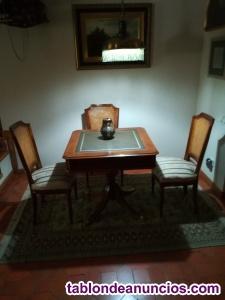 Mesa de juegos con cuatro sillas