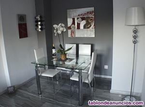 Mesa de comedor con 4 sillas
