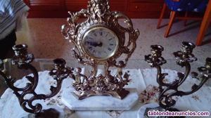 2 candelabros y un reloj antiguos