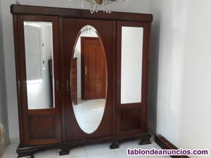 Armario antiguo de madera 3 puertas