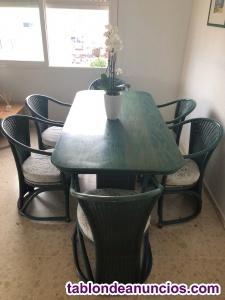 Se vende mesa de madera color azul y 6 sillas