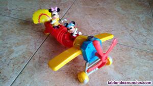 Avión de mickey mouse y minnie mouse