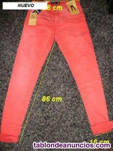 Pantalon vaquero rojo. Nuevo