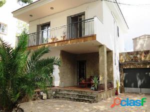 Bonita casa en La Pineda, a un paso del mar!!