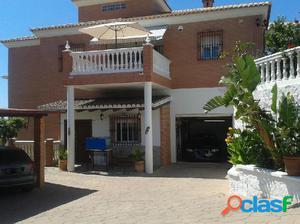 Casa / Chalet en venta en Rincón de la Victoria de 495 m2
