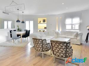 Luminoso y amplio apartamento de cuatro dormitorios.