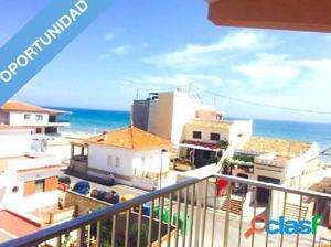 Precioso apartamento en 1ª línea con vistas al mar.