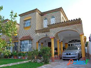 SE VENDE FABULOSO CHALET EN LOS GALLOS - AMERICAN HOUSE
