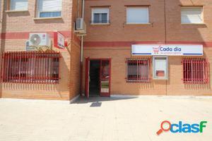 Venta o alquiler de local en la plaza del Barrio de la Llana