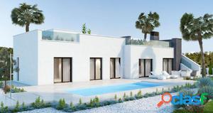 Villa de 4 dormitorios con parcela de 600 m2 y vistas al mar