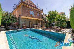 Impresionante propiedad que consta de dos viviendas